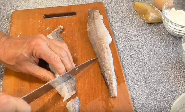 рыба в кляре 2 нарезаем рыбу