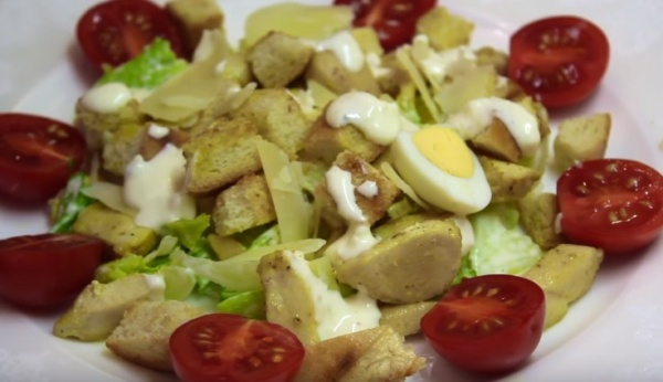салат цезарь 1 яйца