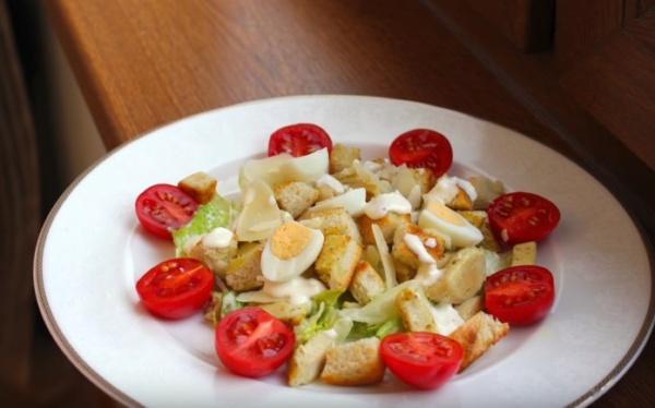 салат цезарь 1