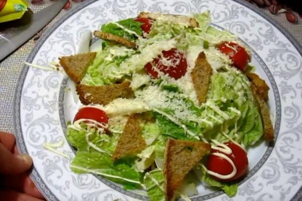 салат цезарь 2 украшаем