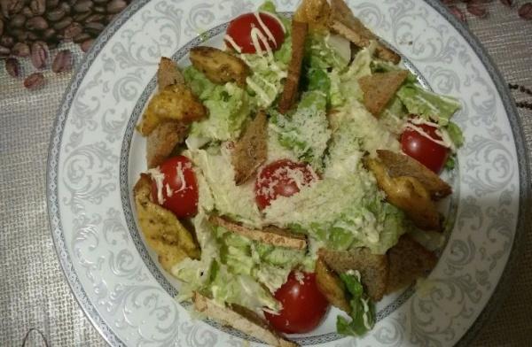 салат цезарь 2