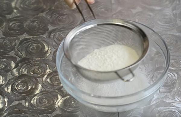 блины на воде 3 просеиваем мук