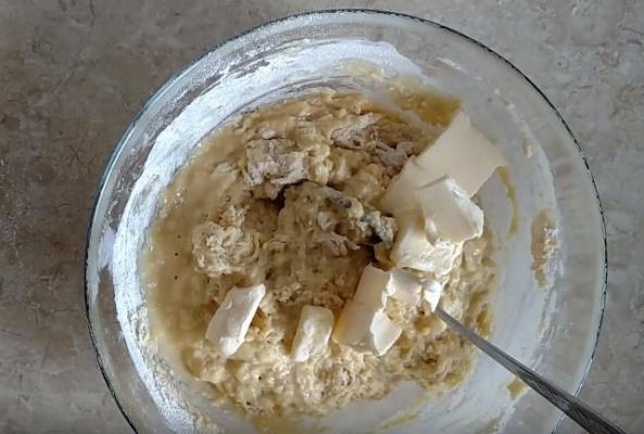 булки с маком 4 добавляем сливочное масло