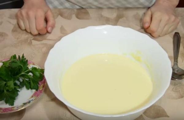 блины с творогом 5 добавляем молоко и муку