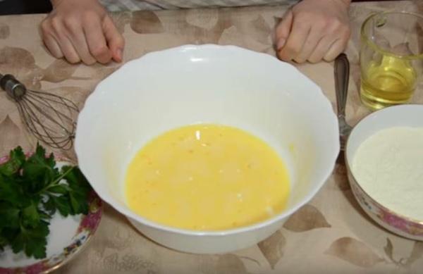 блины с творогом 5 взбиваем яйца