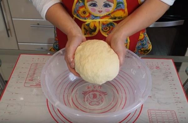 булки с творогом 5 замешиваем тесто