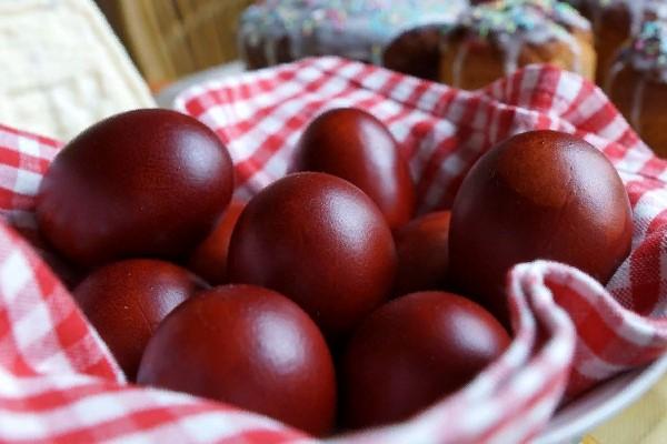 яйца в луковой шелухе