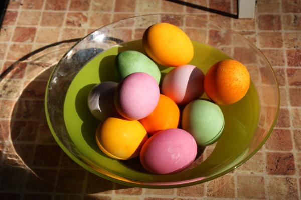 когда красить яйца