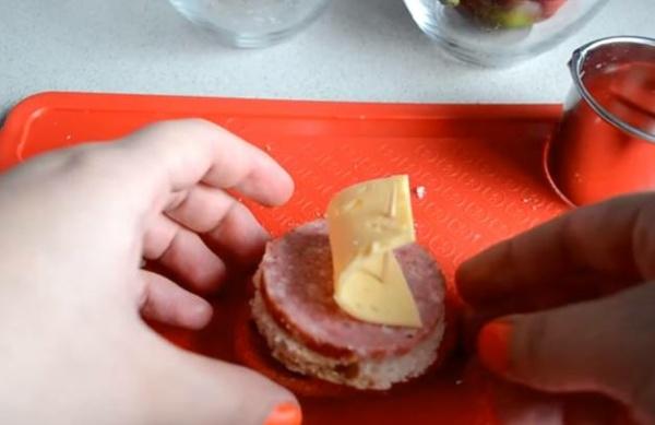 бутерброды с колбасой второй вариации