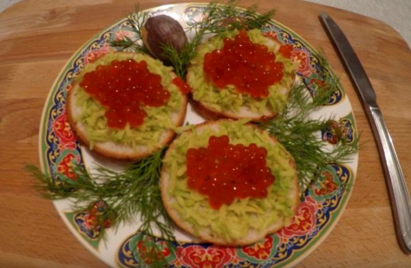 бутерброды с красной икрой 1
