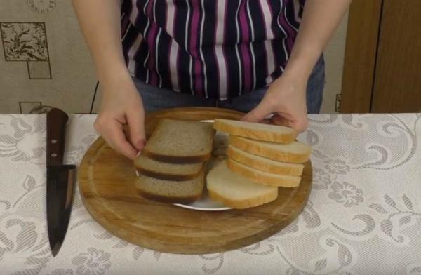 бутерброды с печенью трески гренки