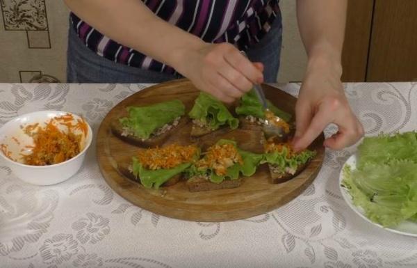 бутерброды с печенью трески собираем вариант 2