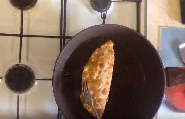 чебуреки с мясом 1 обжариваем