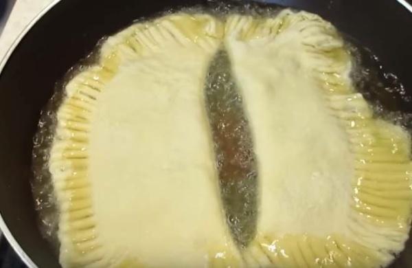 чебуреки с мясом 2 обжариваем