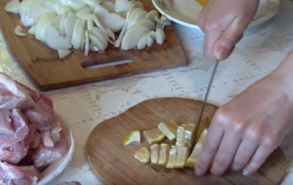 маринад для шашлыка из свинины 7 нарезаем лимон