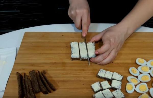 мини бутерброды с сельдью