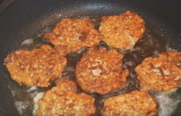 оладьи из печени курицы 7 с обратной стороны