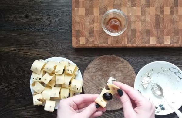 собираем канапе с сыром
