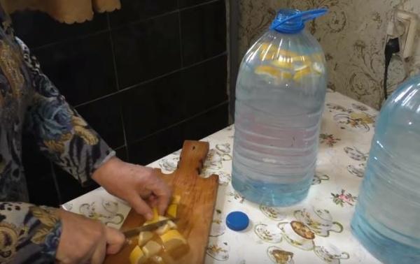 квас из березового сока 4 добавляем лимон