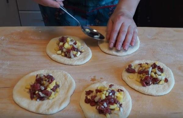 пирожки с картошкой 3 накладываем начинку