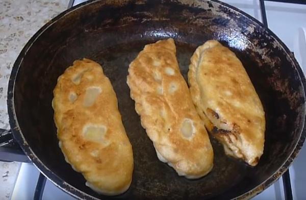 пирожки с картошкой 4 жарим пирожки