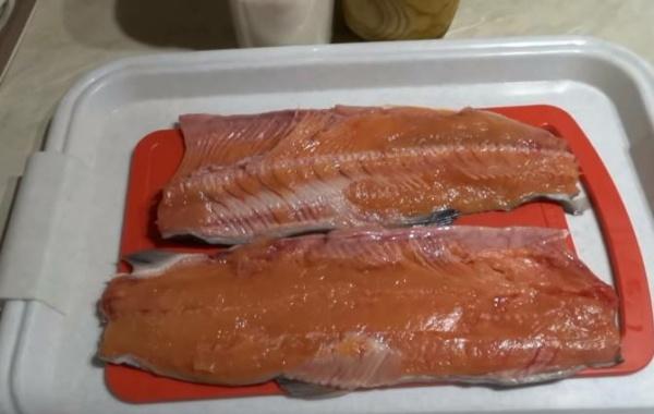 солёная горбуша 2 разделываем рыбу