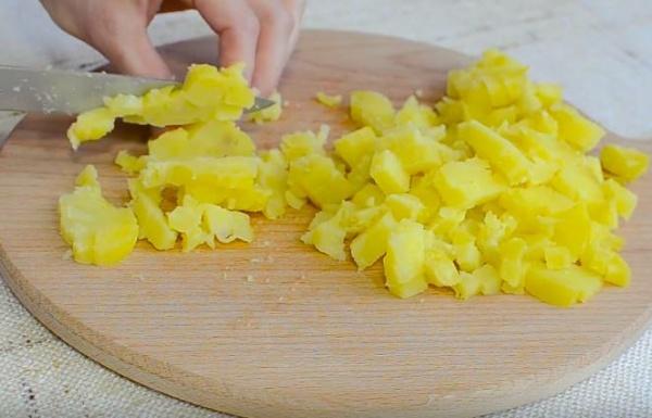 окрошка на сыворотке 4 режем картофель