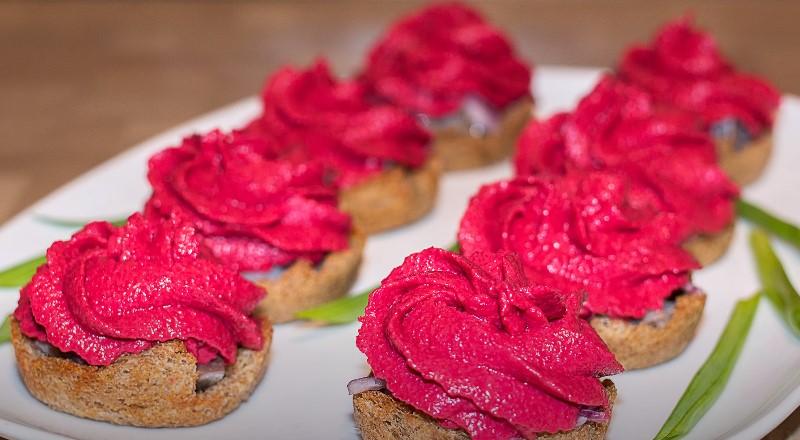 Селедочная намазка для бутербродов – незаменимые рецепты для внезапных гостей | Бутерброды с селедкой – простые и вкусные рецепты на праздничный стол
