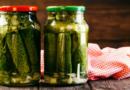 Хрустящие соленые огурцы на зиму в банках — 8 рецептов